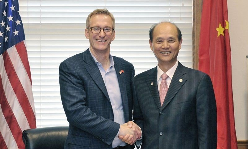 Mayor-TEd-Wheeler-with-China-Official