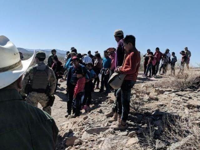 Migrants-in-Desert-640x480