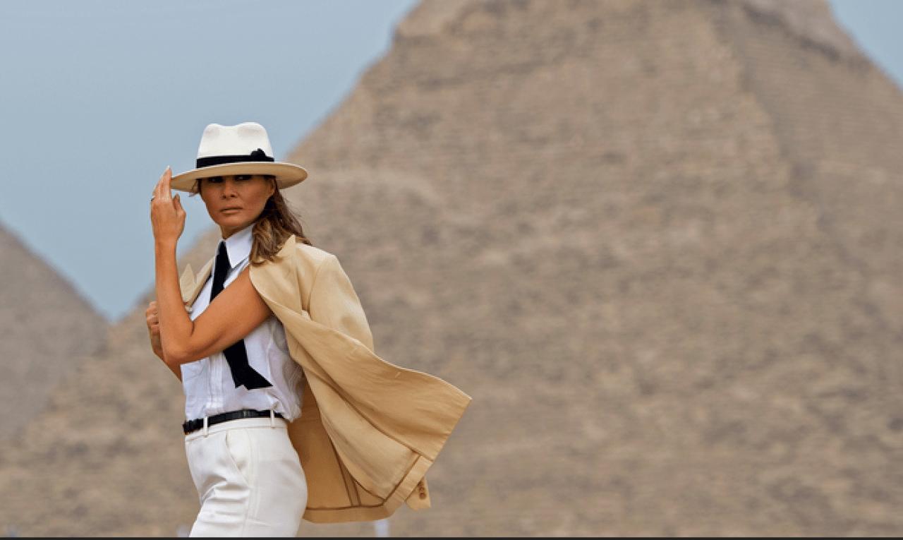 Melania Model pose pyramids