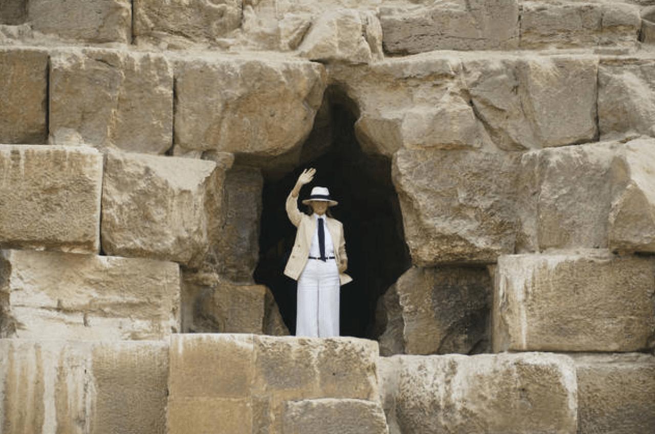 Melania be best tour black behind Pyramids